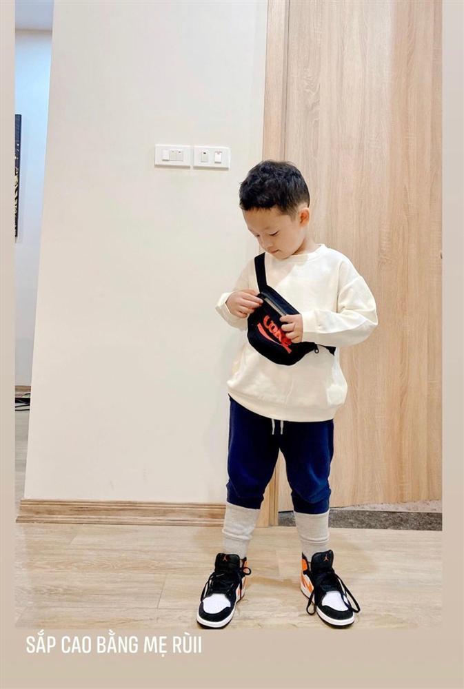 Con trai 4 tuổi của Ly Kute - Mạc Hồng Quân gây bất ngờ với ngoại hình đổi khác-4
