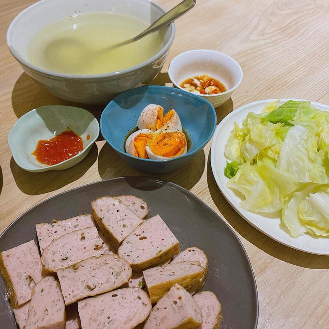 Nếu chưa biết hôm nay ăn gì, cứ nhìn những mâm cơm này của Bích Phương để có thêm gợi ý-4