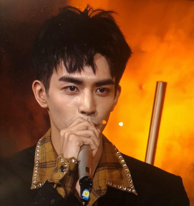 Sáng nhất Kim Ưng đêm nay là làn da sần sùi mụn đến gai người của Tống Uy Long-2