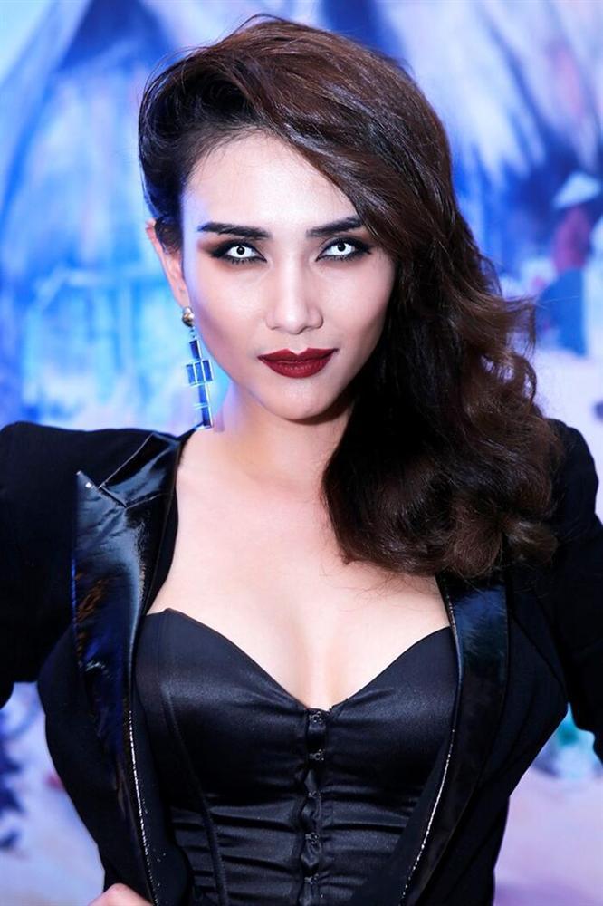 Mai Phương Thúy, Ngọc Trinh từng khiến fan phát hoảng khi đeo kính áp tròng-3