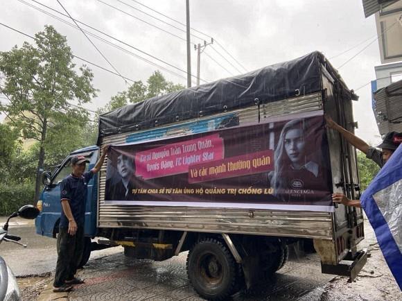 Nguyễn Trần Trung Quân - Denis Đặng gây tranh cãi khi treo băng rôn, in tên lên quà từ thiện-1