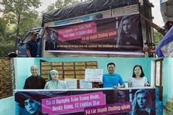 Nguyễn Trần Trung Quân - Denis Đặng gây tranh cãi khi treo băng rôn, in tên lên quà từ thiện