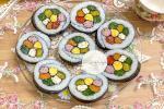 Khách đến nhà hoa mắt vì món cơm cuộn hình hoa cực xinh của mẹ đảm Hà Nội