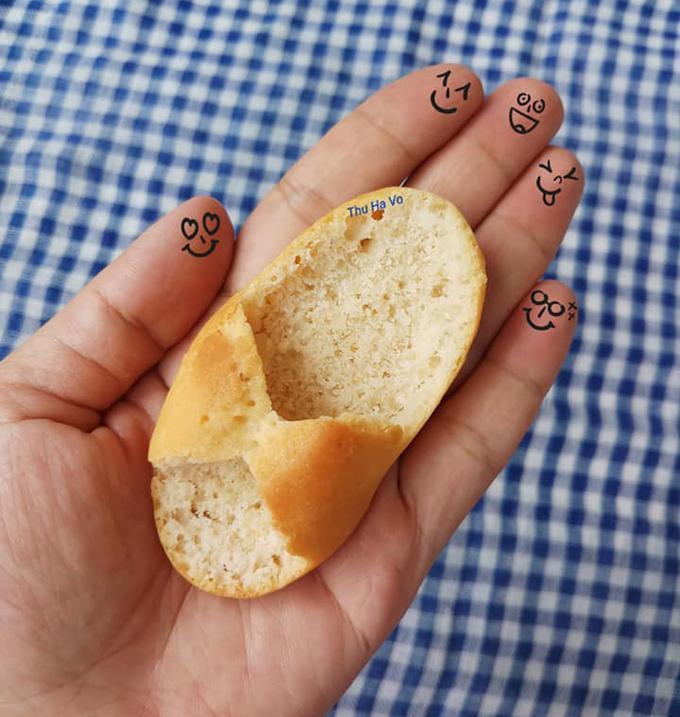 Đỉnh cao của sự rảnh rỗi, cô gái làm một bộ sưu tập dép em bé từ bánh mì-2