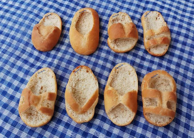 Đỉnh cao của sự rảnh rỗi, cô gái làm một bộ sưu tập dép em bé từ bánh mì-3