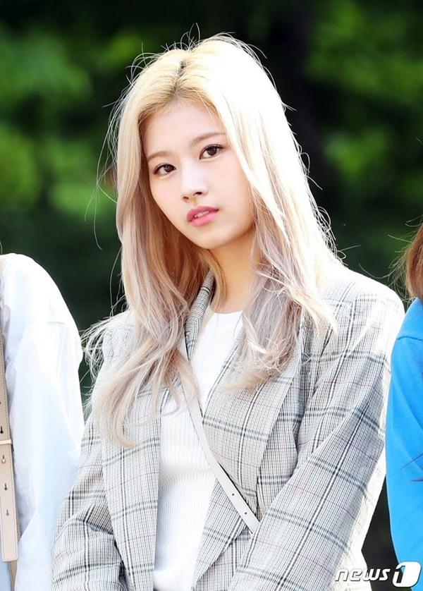 Xui xẻo nếu đối mặt với fan thô lỗ, Idols Kpop biết phải làm sao?-10