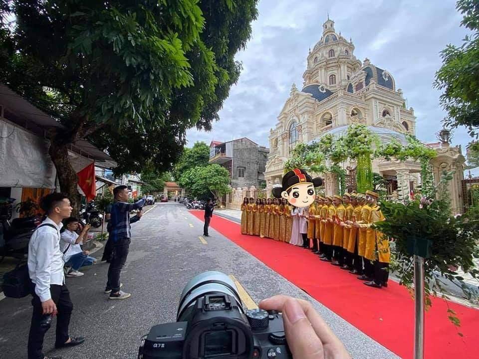 Choáng siêu đám cưới trong lâu đài dát vàng, rước dâu bằng Roll Royce ở Tuyên Quang-2