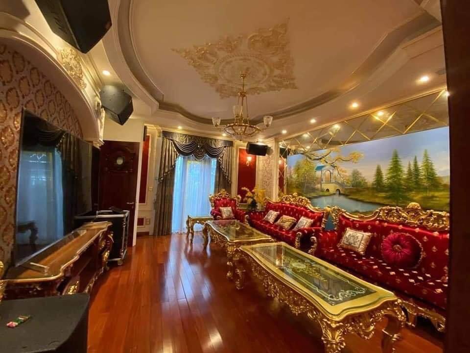Choáng siêu đám cưới trong lâu đài dát vàng, rước dâu bằng Roll Royce ở Tuyên Quang-6
