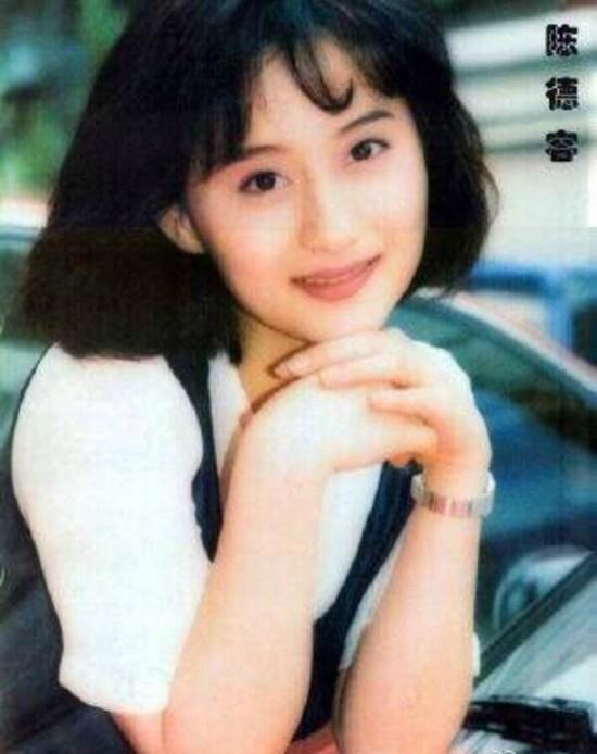 Ngọc nữ phim Quỳnh Dao được Châu Tinh Trì si mê một thời ly hôn ở tuổi 45-2