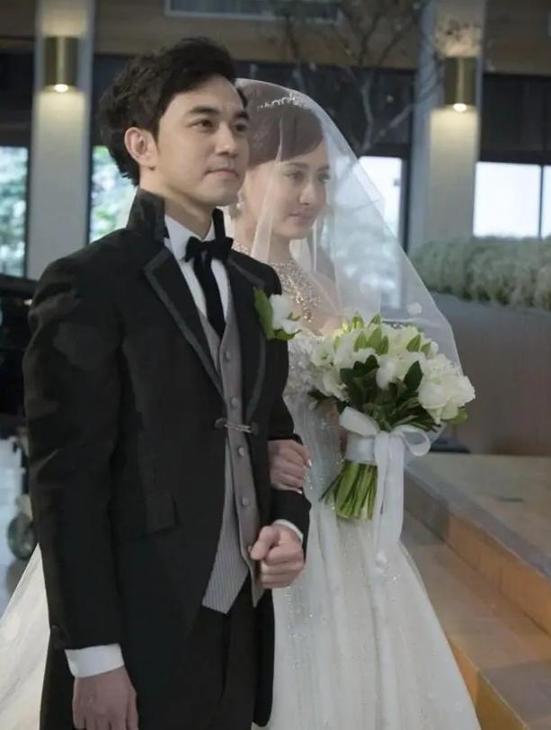 Ngọc nữ phim Quỳnh Dao được Châu Tinh Trì si mê một thời ly hôn ở tuổi 45-8