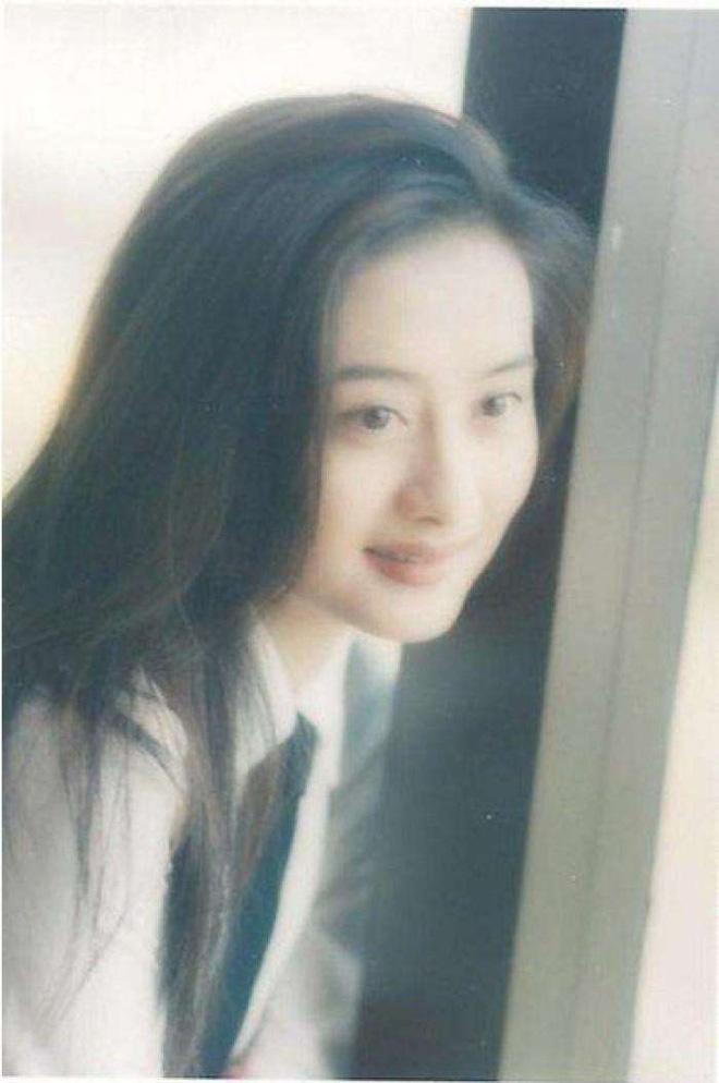 Ngọc nữ phim Quỳnh Dao được Châu Tinh Trì si mê một thời ly hôn ở tuổi 45-6