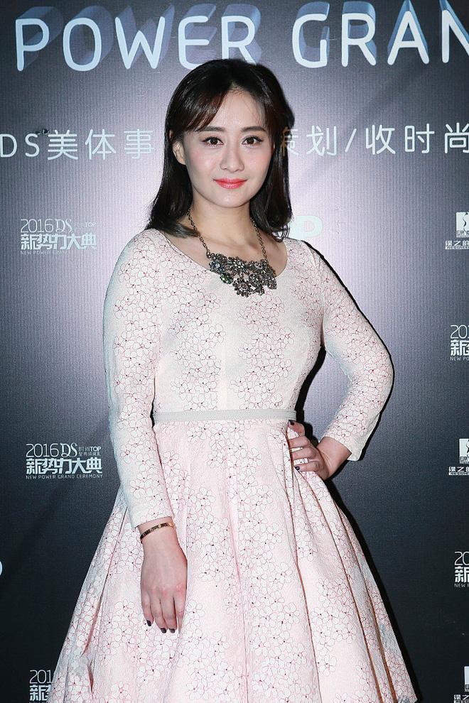 Ngọc nữ phim Quỳnh Dao được Châu Tinh Trì si mê một thời ly hôn ở tuổi 45-11