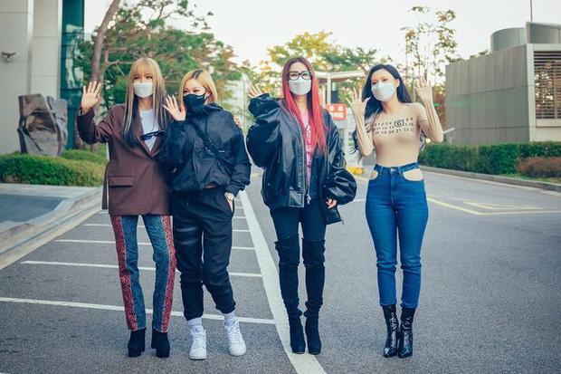 No.1 Naver hôm nay: Tá hỏa bộ quần áo của em út sexy nhất Kpop Hwasa-1