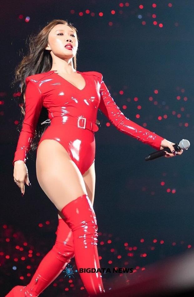 No.1 Naver hôm nay: Tá hỏa bộ quần áo của em út sexy nhất Kpop Hwasa-4