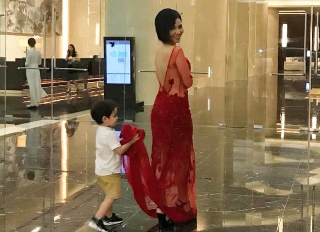 Quý tử lai nhà Thu Minh mới 5 tuổi nhưng cực ga lăng-4