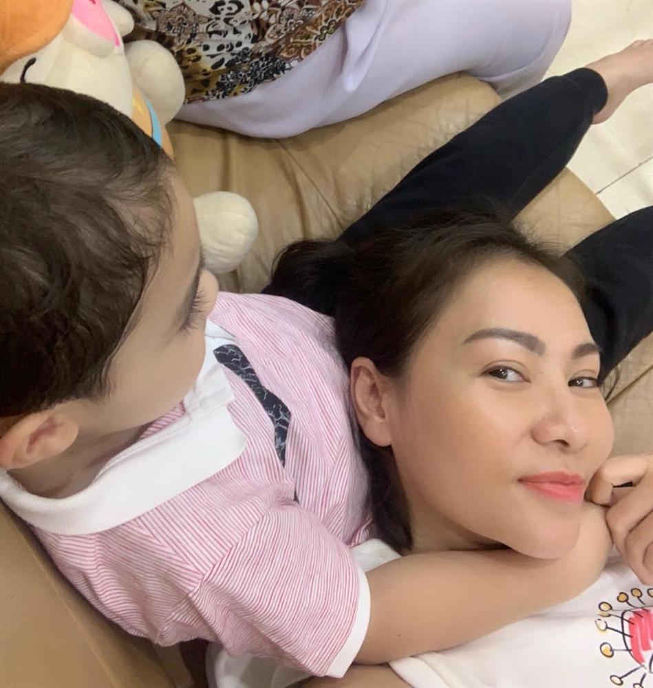 Quý tử lai nhà Thu Minh mới 5 tuổi nhưng cực ga lăng-5