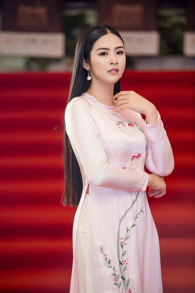 Hòa Minzy lộ mảng da đầu hói, HH Ngọc Hân bật mí bí quyết giúp tóc dày đen bóng đến từ dân gian-6