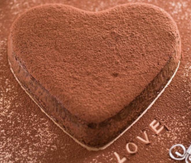 Quỳnh Kool làm bánh kem cực dị nhưng chống chế rắc bột trông sẽ đẹp hơn, netizen đợi mòn dép-4