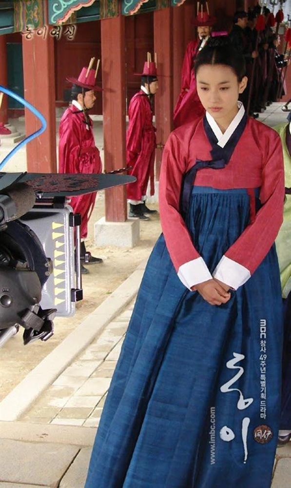 Phim cổ trang Hàn bị chỉ trích nặng nề khi biến tấu quốc phục hở hang-6