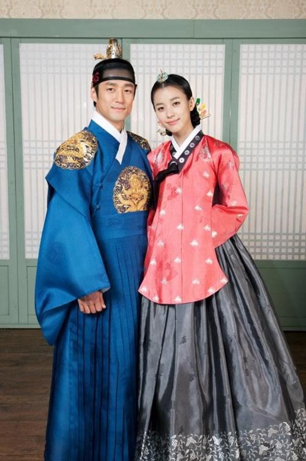 Phim cổ trang Hàn bị chỉ trích nặng nề khi biến tấu quốc phục hở hang-7