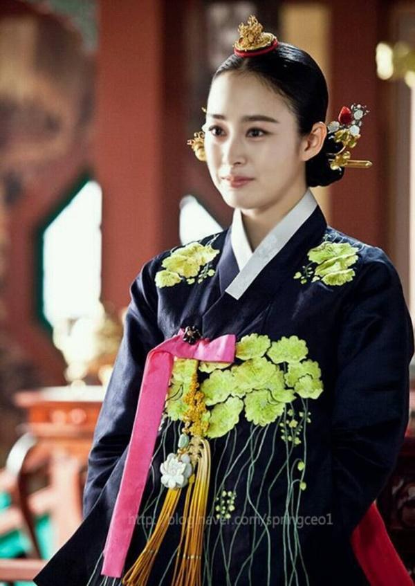 Phim cổ trang Hàn bị chỉ trích nặng nề khi biến tấu quốc phục hở hang-9