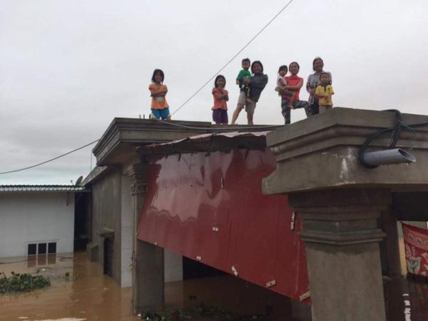 Hàng loạt ngôi nhà sắp bị nuốt cả phần mái trong cơn đại hồng thủy ở Quảng Bình-5