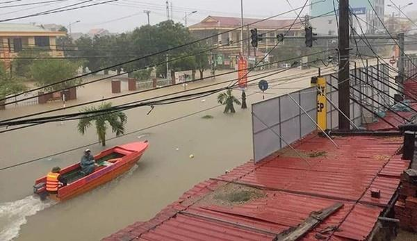 Hàng loạt ngôi nhà sắp bị nuốt cả phần mái trong cơn đại hồng thủy ở Quảng Bình-15