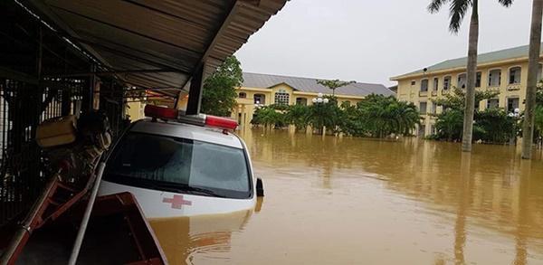 Hàng loạt ngôi nhà sắp bị nuốt cả phần mái trong cơn đại hồng thủy ở Quảng Bình-16