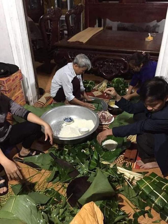 Bà con trắng đêm nấu bánh chưng cứu trợ người dân vùng lũ miền Trung-12