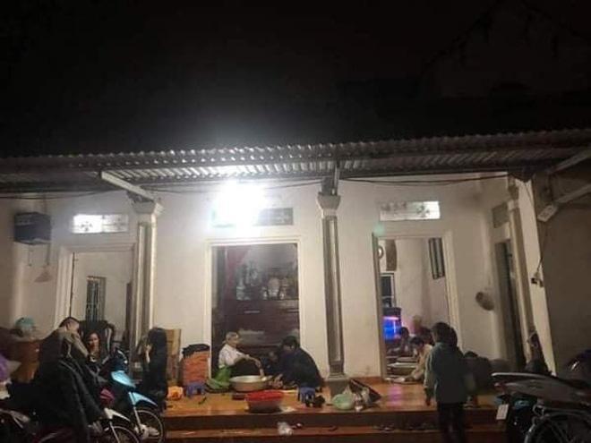 Bà con trắng đêm nấu bánh chưng cứu trợ người dân vùng lũ miền Trung-5