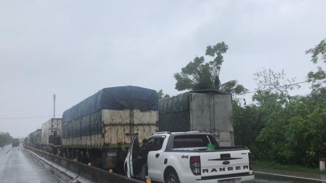 Quốc lộ 1A qua Hà Tĩnh ngập sâu, hàng trăm chiếc xe chôn chân tại chỗ-5