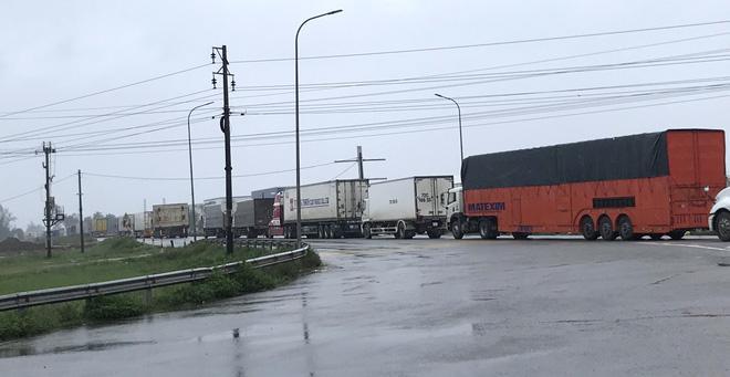 Quốc lộ 1A qua Hà Tĩnh ngập sâu, hàng trăm chiếc xe chôn chân tại chỗ-8
