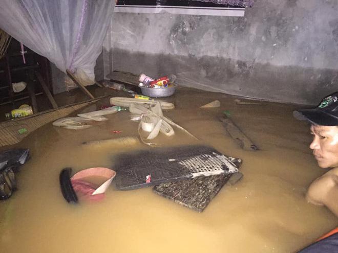 Gia đình 6 người mắc kẹt trong nhà khuất tầm nhìn, thanh niên lên mạng cầu cứu-6