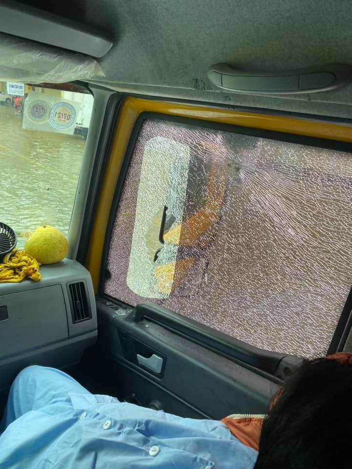 Xe từ thiện của Hòa Minzy bị người dân ném đá vỡ kính-5