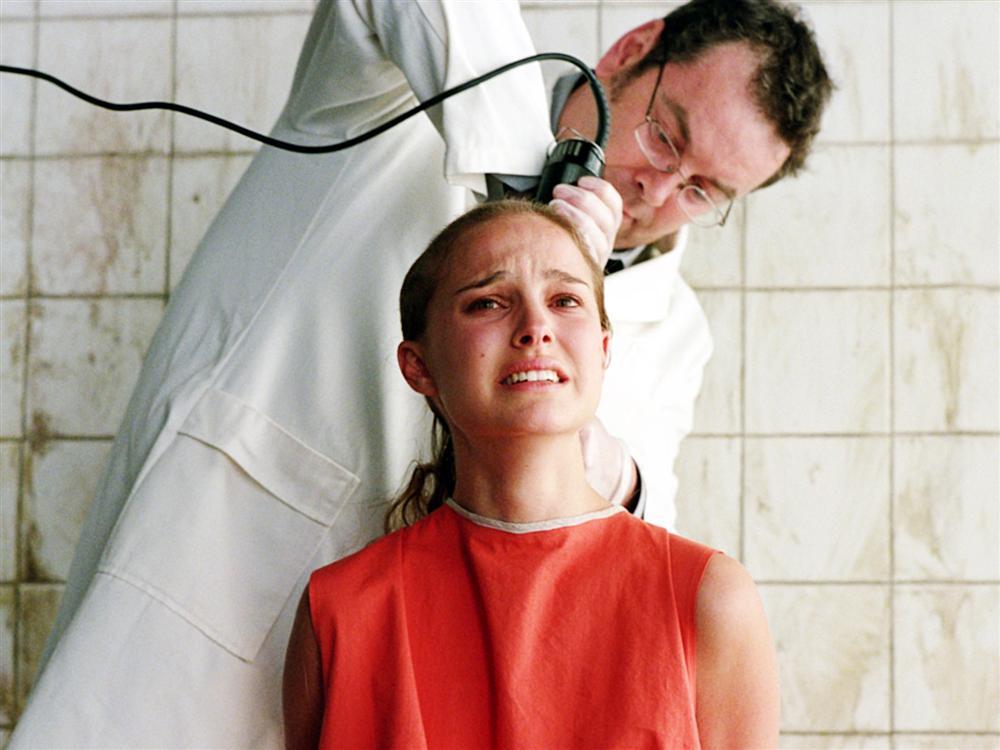 Dàn mỹ nhân hy sinh nhan sắc để nhập vai: Người cắt trụi tóc, kẻ nhịn ăn đến trầm cảm-7