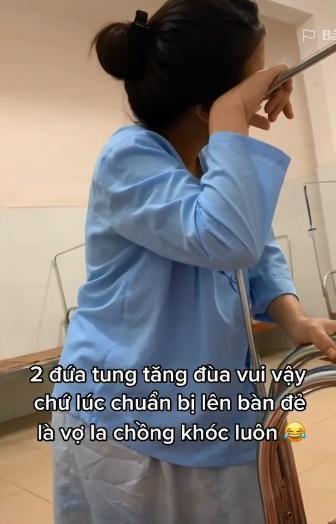Khi cơn thèm ăn lấn át cơn đau đẻ, người phụ nữ vừa chịu đau vừa quất hết hộp bánh-4