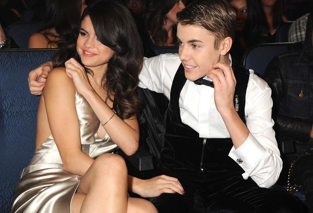 Sau tin Justin Bieber xăm tên tình cũ Selena Gomez lên cổ, Hailey Baldwin cũng làm ngay một chiếc tha thu dằn mặt?-5