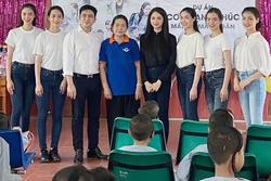 Hương Giang giản dị đi từ thiện tại mái ấm trẻ em