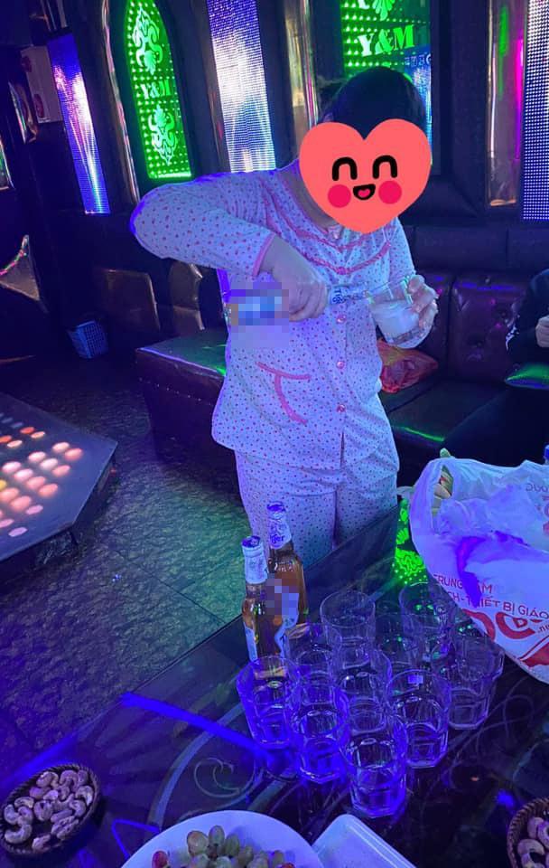 Chồng nhậu không về, vợ đến quán karaoke tìm và cái kết cười ra nước mắt-2