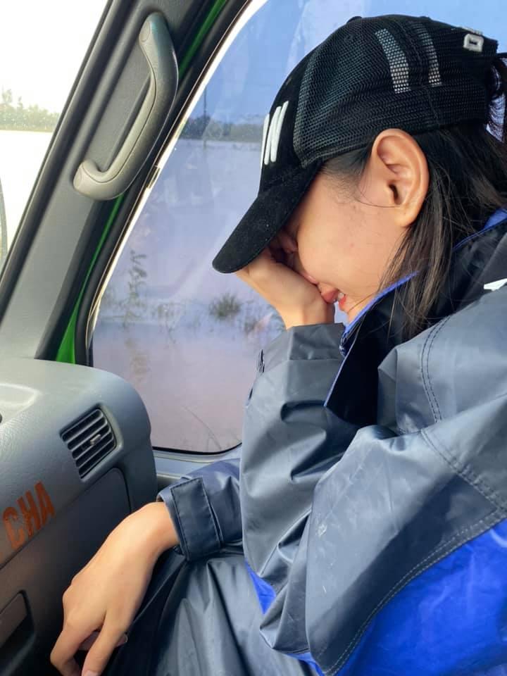 Đoàn cứu trợ của người mẫu Lê Thúy bị nhận xét từ thiện xảo trá-4