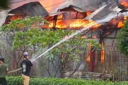 Cháy xưởng gỗ trong khu công nghiệp ở TP.HCM