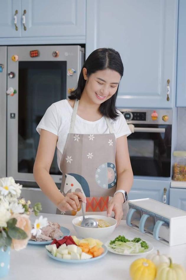Những nàng hậu mặt xinh đẹp, tay đảm đang, đã vào bếp nấu là phải ngon-6