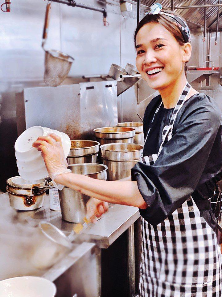 Những nàng hậu mặt xinh đẹp, tay đảm đang, đã vào bếp nấu là phải ngon-23