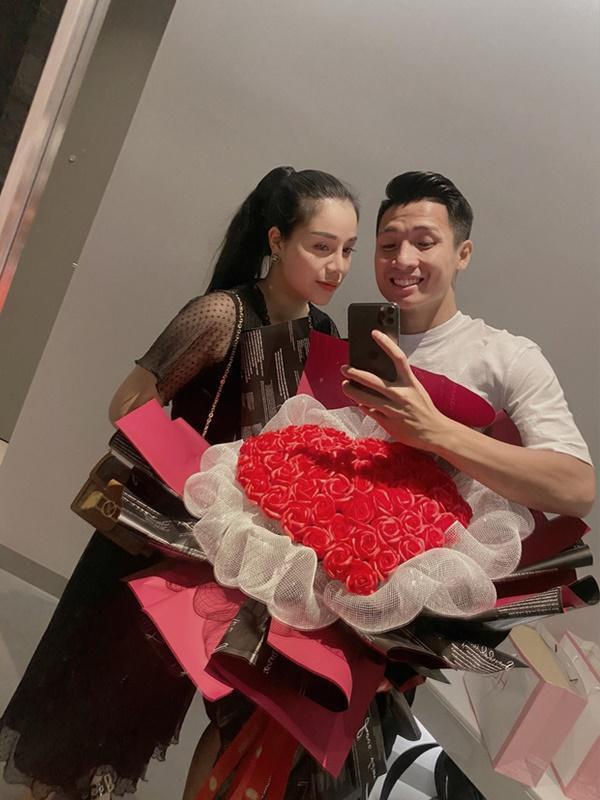 Bùi Tiến Dũng tổ chức sinh nhật cho con gái, hành động ôm hôn thắm thiết bà xã chiếm trọn spotlight-6