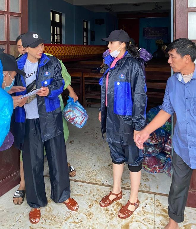 Cháy hàng mẫu balo bình dân của Thủy Tiên và loạt nghệ sĩ cứu trợ lũ lụt-9