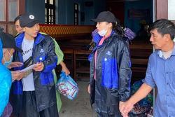 Quà cứu trợ miền Trung của Kỳ Duyên bị ngập nước