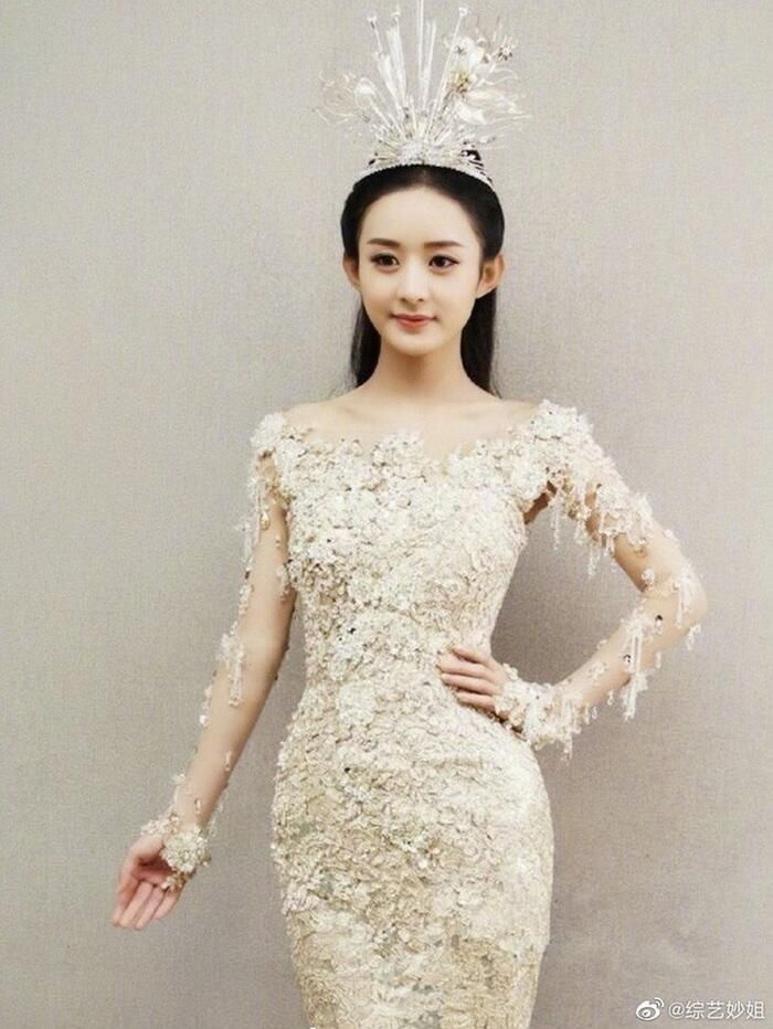 Bộ váy huyền thoại của Nữ thần Kim Ưng bị chê mỗi năm càng thêm sến súa-11