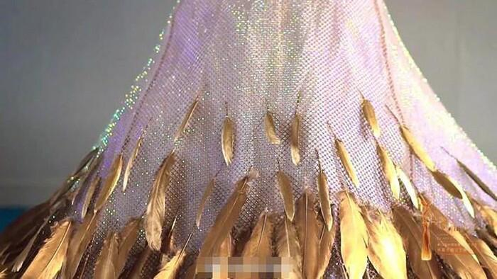 Bộ váy huyền thoại của Nữ thần Kim Ưng bị chê mỗi năm càng thêm sến súa-19