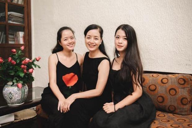 Chụp ảnh cùng gia đình, nhan sắc con gái út nghệ sĩ Chiều Xuân lấn lướt mẹ và chị-3