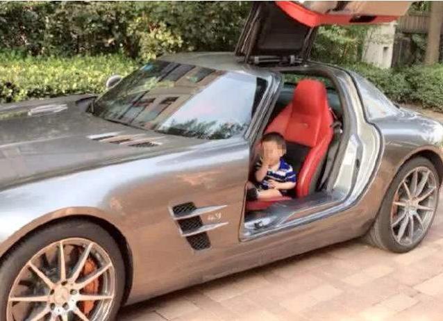 Bị chỉ trích vì lái Rolls Royce tới trường đón con, phụ huynh đáp trả tất cả câm nín-2